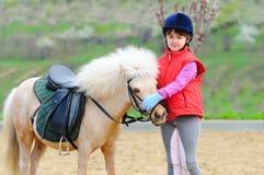 Mała dziewczynka i konik Obrazy Royalty Free
