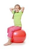 Mała dziewczynka na gimnastycznej piłce Obrazy Royalty Free