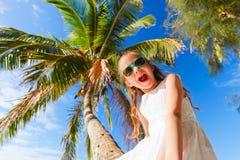 Mała dziewczynka na plaża wakacje Zdjęcia Royalty Free
