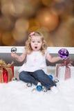 Mała Dziewczynka na walizce Zdjęcie Royalty Free