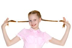 Mała dziewczynka ono ciągnie w pigtails Zdjęcia Stock