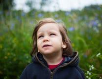 Mała Dziewczynka Outdoors Zdjęcia Royalty Free