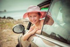Mała dziewczynka podróżuje samochodem Fotografia Royalty Free