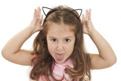 Mała dziewczynka pokazywać jęzor obraz royalty free