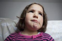 Mała dziewczynka portret z szalonym wyrażeniem Obrazy Stock