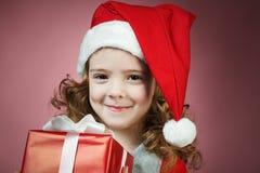 mała dziewczynka prezenta otwarty czerwony pudełko Obraz Stock