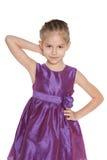 Mała dziewczynka przeciw bielowi obraz stock