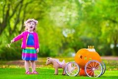 Mała dziewczynka przy dyniową łatą przy Halloween Obraz Royalty Free