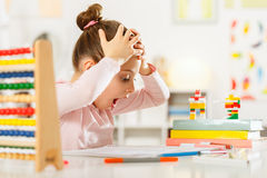 Mała dziewczynka robi pracie domowej Obraz Stock