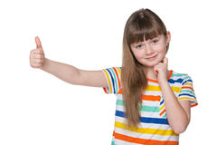 Mała dziewczynka trzyma jej kciuk up zdjęcie stock