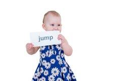 Mała dziewczynka trzyma kartę Obraz Stock