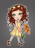 Mała dziewczynka trzyma kwiatu z kędzierzawym włosy w kolor żółty sukni Obraz Stock