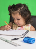 Mała dziewczynka uczy się obrazy stock