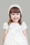 Mała dziewczynka w białej sukni Zdjęcie Royalty Free