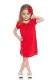 Mała dziewczynka w czerwieni sukni obrazy stock