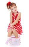 Mała dziewczynka w czerwonej sukni z białymi polek kropkami Fotografia Royalty Free