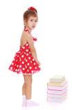 Mała dziewczynka w czerwonej sukni z białymi polek kropkami Zdjęcie Royalty Free