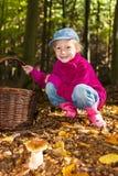 Mała dziewczynka w lesie Obrazy Stock