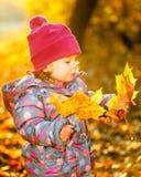 Mała dziewczynka w parku Zdjęcie Royalty Free