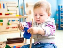 Mała dziewczynka w sala lekcyjna wczesnym rozwoju Zdjęcia Stock