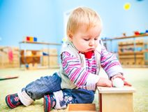 Mała dziewczynka w sala lekcyjna wczesnym rozwoju Zdjęcie Stock