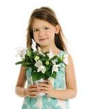 Mała dziewczynka z białymi kwiatami obrazy royalty free