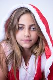 Mała dziewczynka z Bożenarodzeniowym spojrzeniem obrazy royalty free