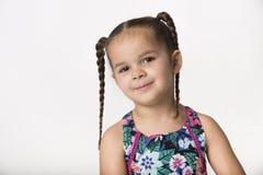 Mała dziewczynka z figlarnie sowizdrzalską twarzą obraz royalty free