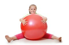 Mała dziewczynka z gimnastyczną piłką Fotografia Royalty Free