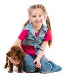 Mała dziewczynka z jamnikiem obrazy royalty free