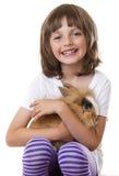 Mała dziewczynka z jej dziecko królikiem Obraz Stock