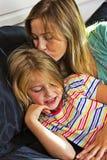 Mała dziewczynka z mamą wpólnie fotografia stock