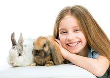 Mała dziewczynka z rabbitsd obrazy royalty free