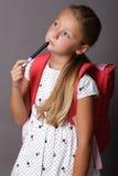 Mała dziewczynka z szkłami i plecakiem Obrazy Stock