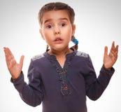 Mała dziewczynka zaskakujący zadziwiający z podnieceniem bezradny Fotografia Royalty Free