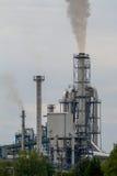 Mała fabryka i dym od drymby obrazy royalty free