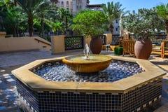 Mała fontanna przy jawnym parkiem zdjęcie stock