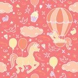 Mała jednorożec w lotniczego balonu spojrzeniach w spyglass Fotografia Stock