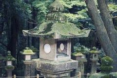 Mała Kamienna świątynia w Ogrodowym roczniku Obrazy Stock