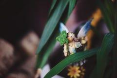 Mała kukiełkowa czarodziejka w trawie Obrazy Royalty Free