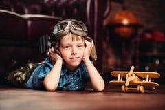 Mała marzycielki chłopiec Obrazy Royalty Free