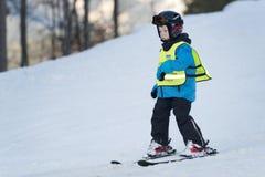 mała narciarka chłopcze Zdjęcie Stock