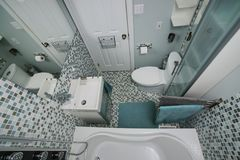 Mała nowożytna łazienka Zdjęcia Royalty Free