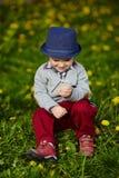 Mała nowożytna chłopiec z telefonem komórkowym Zdjęcie Stock