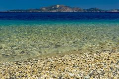 Mała otoczak plaża na Zakynthos obrazy royalty free