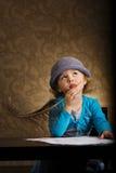 Mała piękna rocznika pisarza dziewczyna Zdjęcia Stock