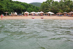 Mała plaża w spokojnej zatoce Obrazy Stock