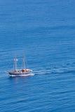 Mała przyjemności łódź na morzu egejskim Obrazy Stock