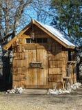Mała ręcznie robiony drewniana cukrowa chałupa ogródu jata zdjęcia stock