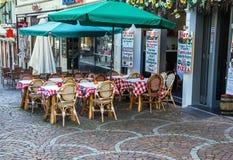 Mała restauracja w Baden-Baden przygotowywa spotykać gości przy bożymi narodzeniami Zdjęcia Stock